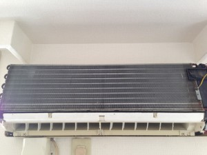 エアコンのハウスクリーニングを川崎市高津区新作にて【清掃事例25】