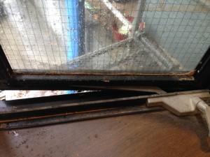 ガラスサッシのハウスクリーニングを横浜市西区南幸にて【清掃事例169】