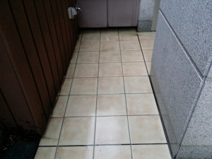 バルコニーのハウスクリーニングを川崎市中原区新丸子にて【清掃事例262】
