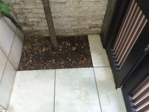 中庭床タイルのハウスクリーニングを横浜市港南区下永谷にて【清掃事例333】