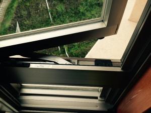 ガラスサッシのハウスクリーニングを川崎市中原区等々力にて【清掃事例331】