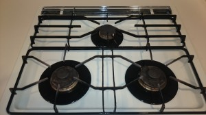 キッチン(五徳)のハウスクリーニングを横浜市神奈川区青木町にて【清掃事例368】