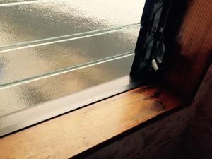 ガラスサッシのハウスクリーニングを川崎市川崎区大川町にて【清掃事例402】
