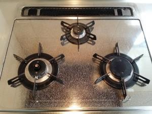 キッチン(五徳)のハウスクリーニングを川崎市川崎区扇島にて【清掃事例558】