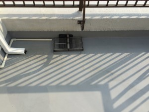 バルコニーのハウスクリーニングを川崎市川崎区元木にて【清掃事例790】