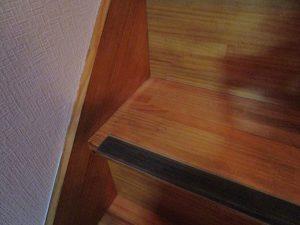 階段のハウスクリーニングを川崎市宮前区宮前平にて【清掃事例889】