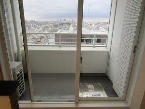 ガラスサッシのハウスクリーニングを川崎市川崎区中島にて【清掃事例892】