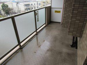 バルコニーのハウスクリーニングを川崎市宮前区土橋にて【清掃事例866】