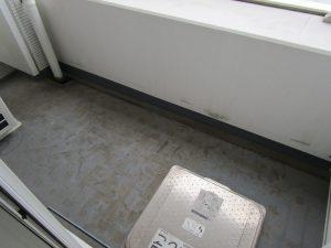 バルコニーのハウスクリーニングを川崎市川崎区江川にて【清掃事例941】