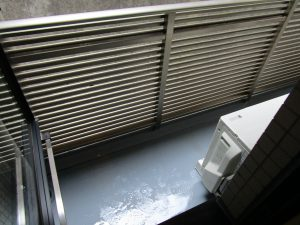 バルコニーのハウスクリーニングを川崎市高津区野川にて【清掃事例971】