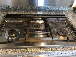 キッチン(五徳)のハウスクリーニングを横浜市戸塚区南舞岡にて【清掃事例1092】