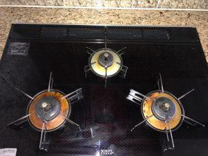 キッチン(五徳)のハウスクリーニングを川崎市宮前区馬絹にて【清掃事例1443】