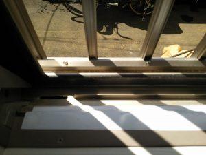 ガラスサッシのハウスクリーニングを川崎市高津区明津にて【清掃事例1483】