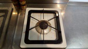 キッチン(五徳)のハウスクリーニングを川崎市高津区久本にて【清掃事例1509】