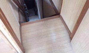 建具(階段)のハウスクリーニングを川崎市宮前区白幡台にて【清掃事例1553】