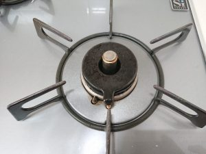 キッチン(五徳)のハウスクリーニングを川崎市川崎区川中島にて【清掃事例1631】